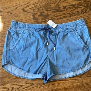 Chambray shorts with pockets